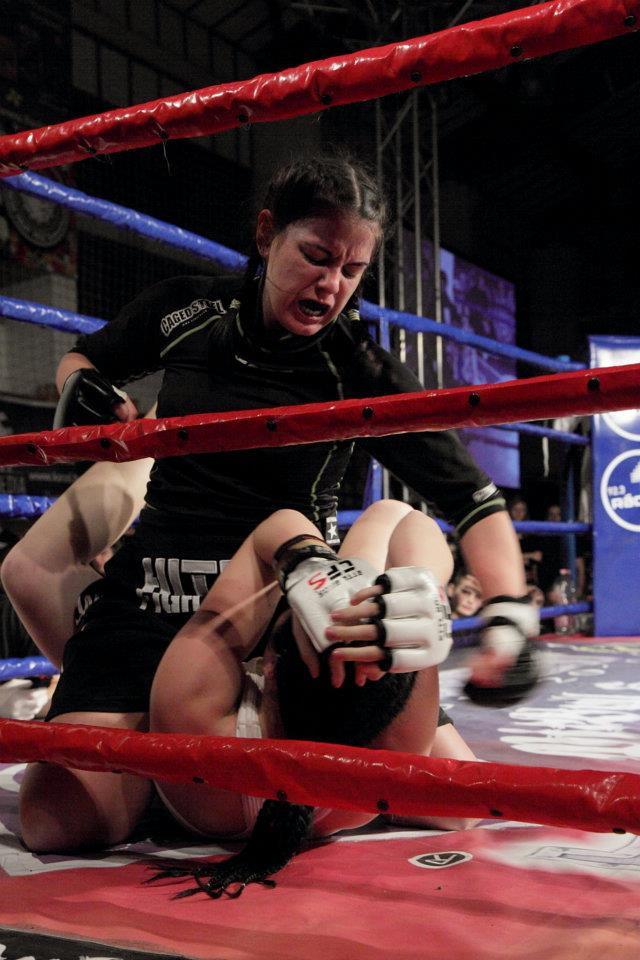 Alice intr-unul din meciurile din MMA