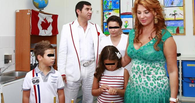 Chiar daca au divortat de doi ani, Cristi si Mihaela fac tot posibilul sa isi creasca frumos cei trei copii