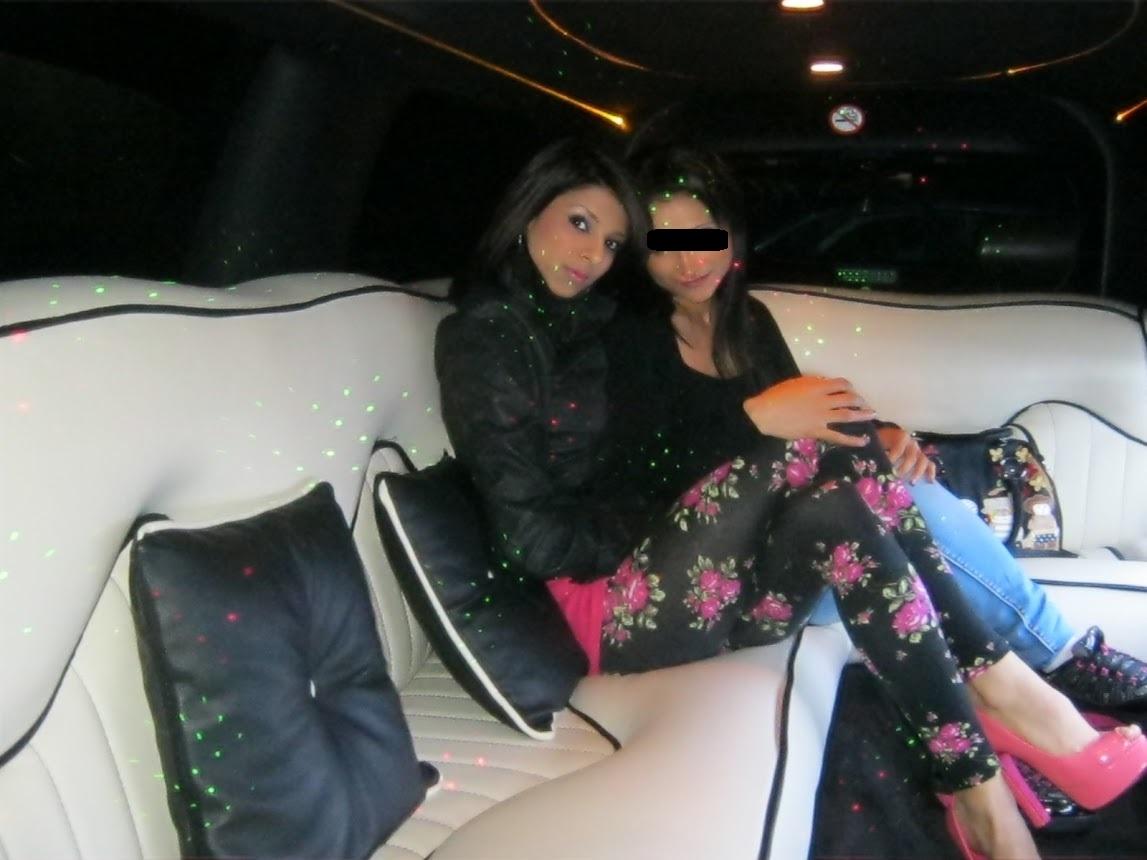 Alina si o prietena intr-o limuzina