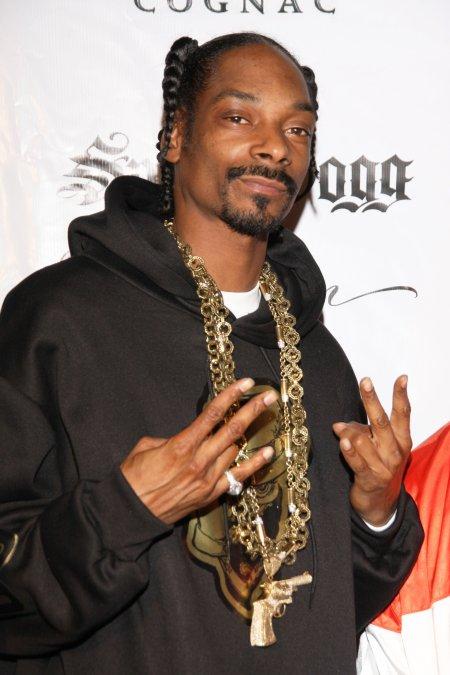 Snoop Dogg va lansa in curand un nou videoclip, cu Mutu in rolul principal foto:www.cinemagia.ro