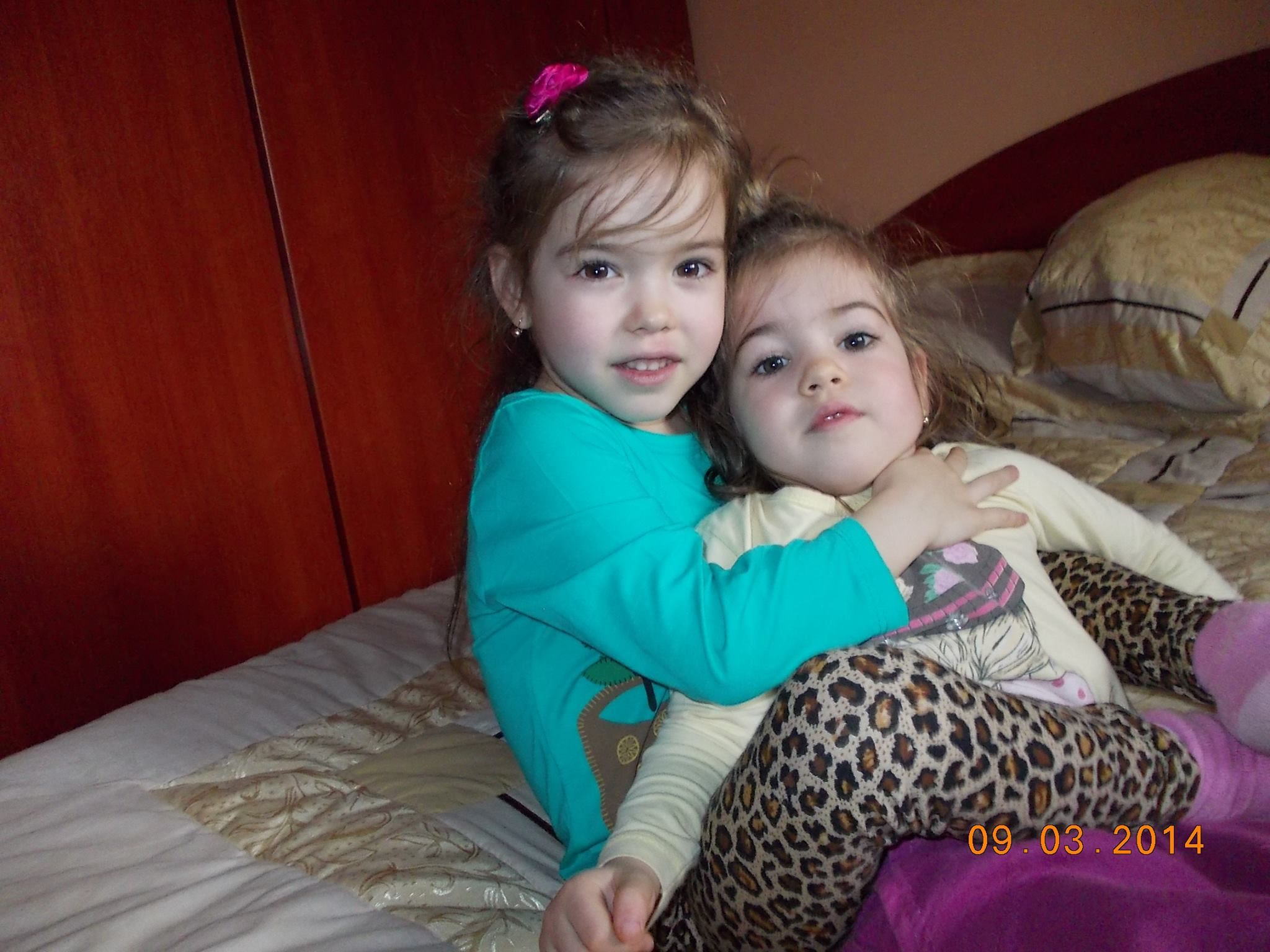 Surorile Anastasia si Rebeca se inteleg foarte bine