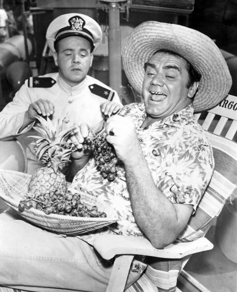 Ernest Borgnine si Tim Conway in serialul de comedie McHales Navy