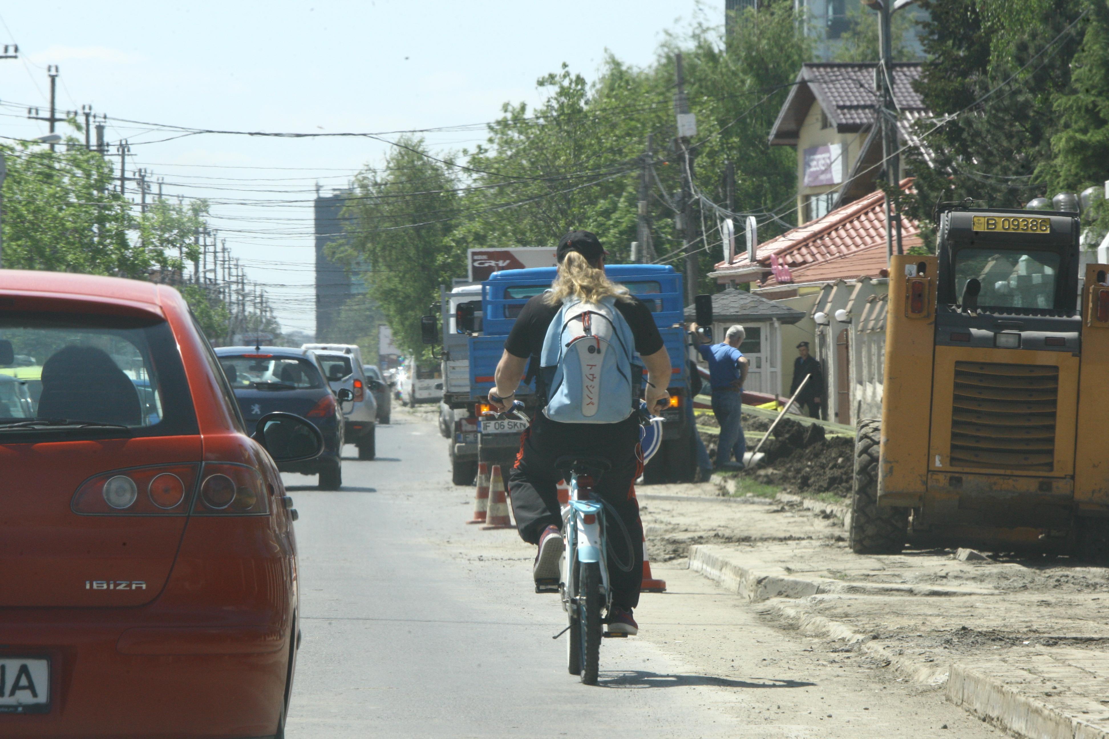 Vali Craciunescu, pe bicicleta