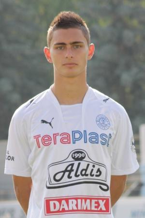 Andrei Peteleu are 21 de ani si este un fundas dreapta foarte talentat