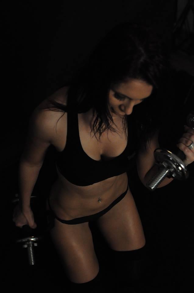 Pe langa muzica Dj-ita lucreaza ca instructor de aerobic