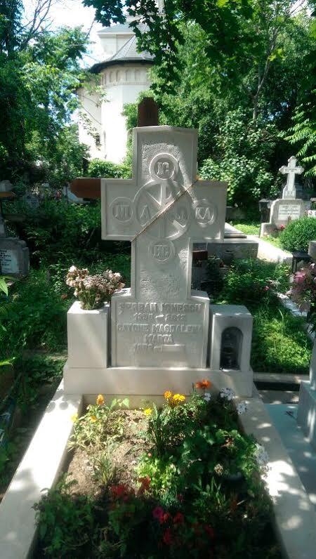 Mormantul lui Serban Ionescu din cimitirul Bellu este foarte ingrijit