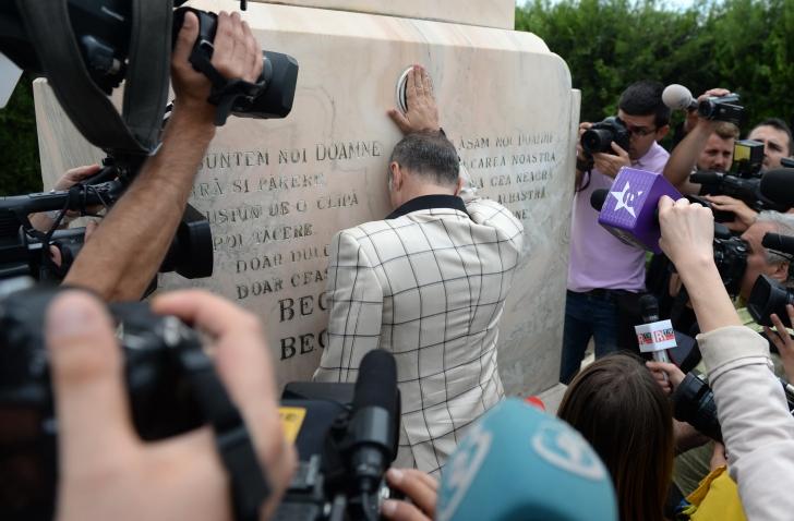 Becali a fost urmarit de presa chiar si la cimitir, in ziua in care a fost in permisie