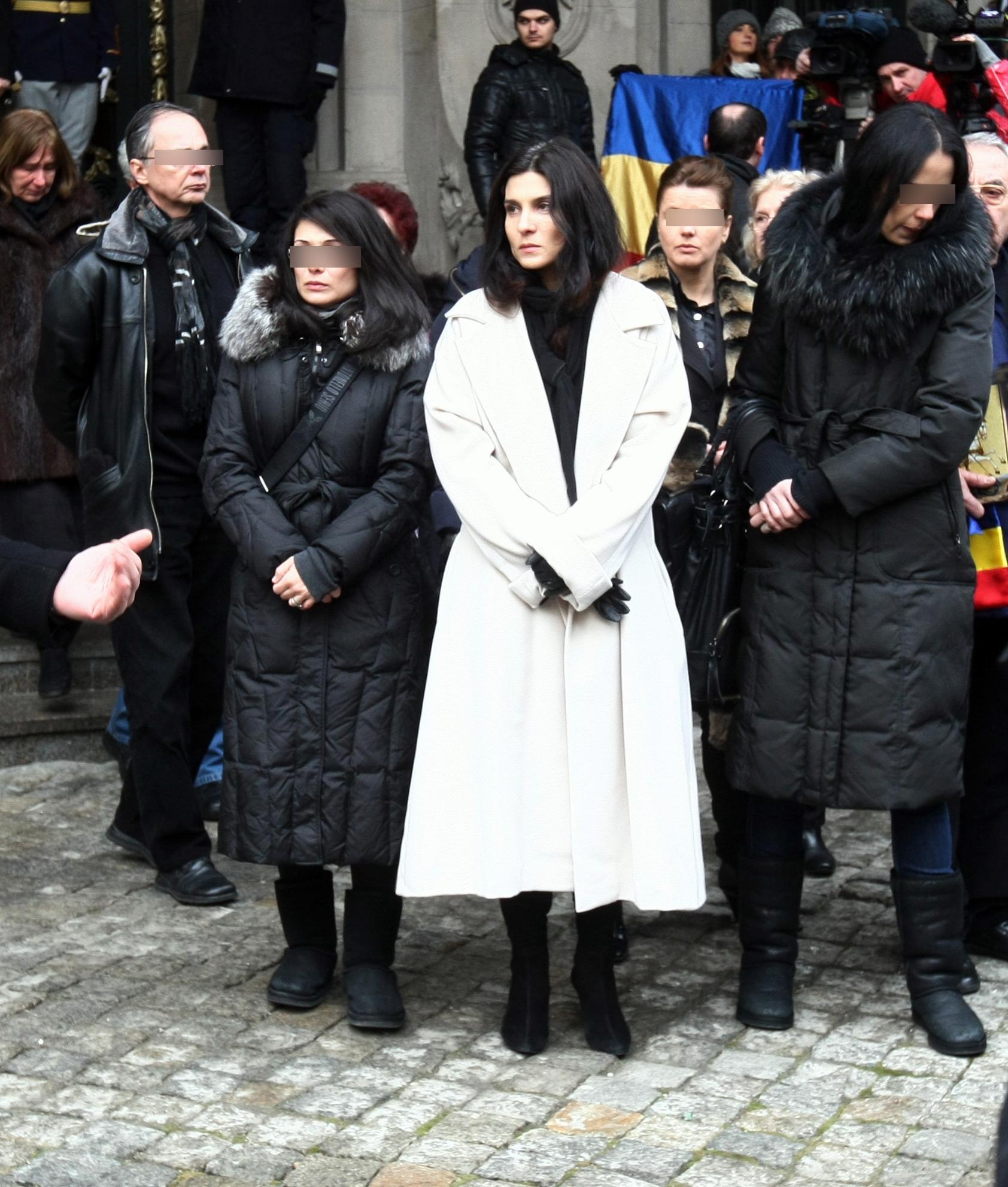 Vaduva lui Sergiu Nicolaescu refuza sa intre intr-un conflict cu sora maestrului, avand o atitudine extrem de discreta fata de procesul care i-a fost deschis