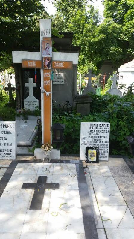 Surse din cimitir ne-au spsu ca la mormantul lui Iurie Darie nu au mai vazut pe nimeni de circa o luna