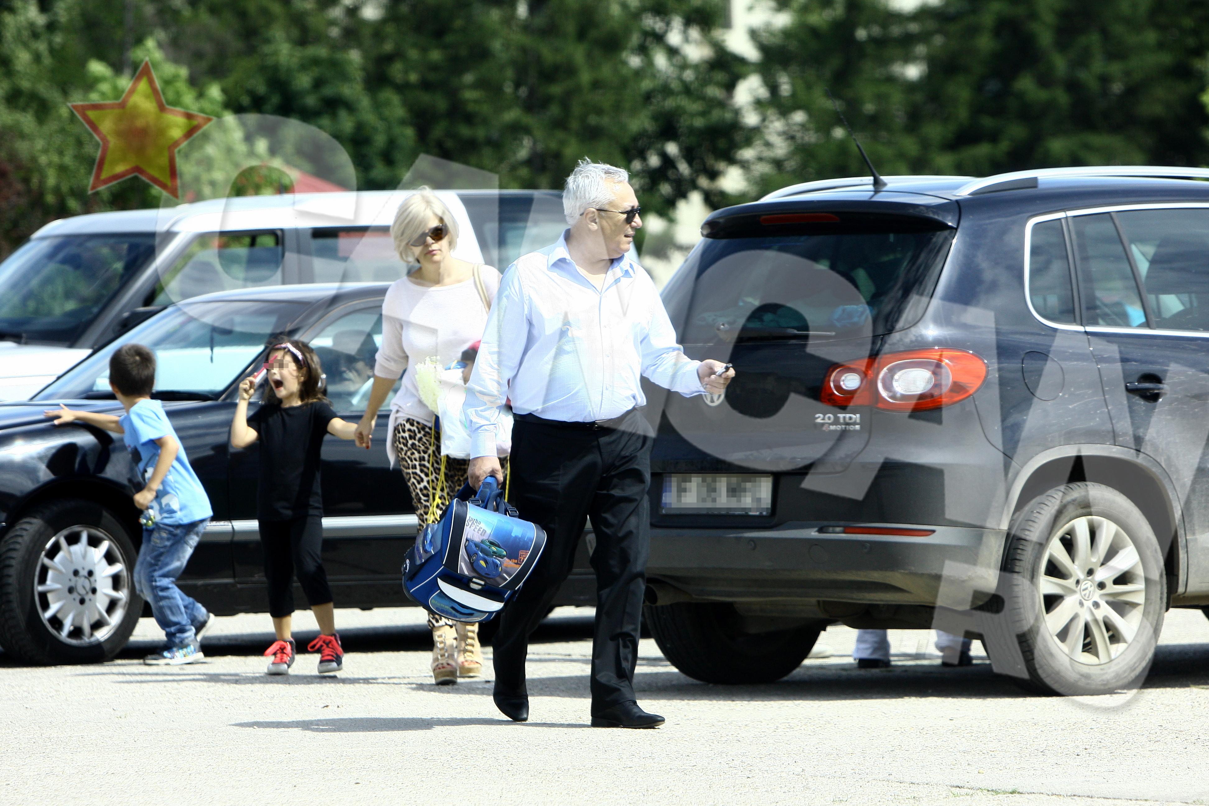 Stefan s-a oferit sa care toate bagajele, ca un domn
