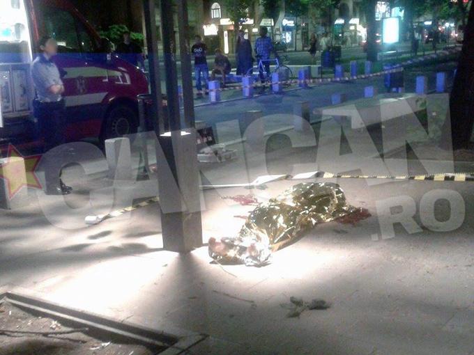 In urma cu doar cateva clipe, o tanara de doar 25 de ani s-a sinucis intr-un bloc din Capitala