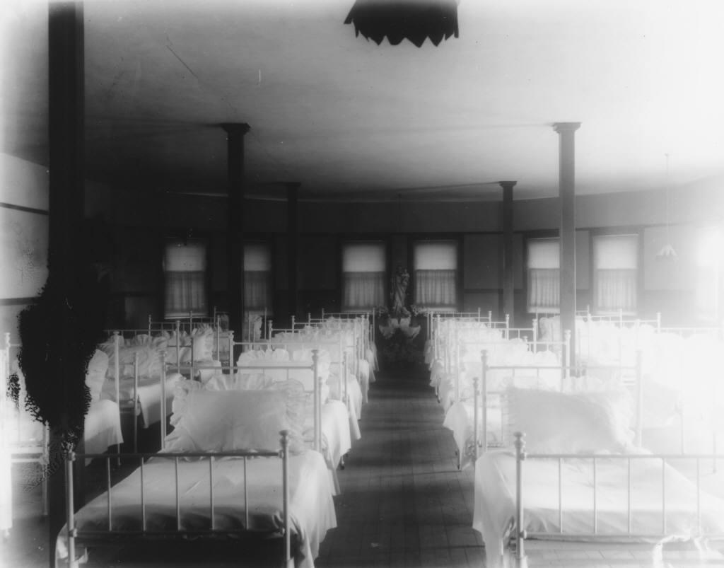 Nici chiar cei mai vechi rezidenti din Centrul Vechi nu au auzit nimic de un orfelinat care sa fi functionat aici