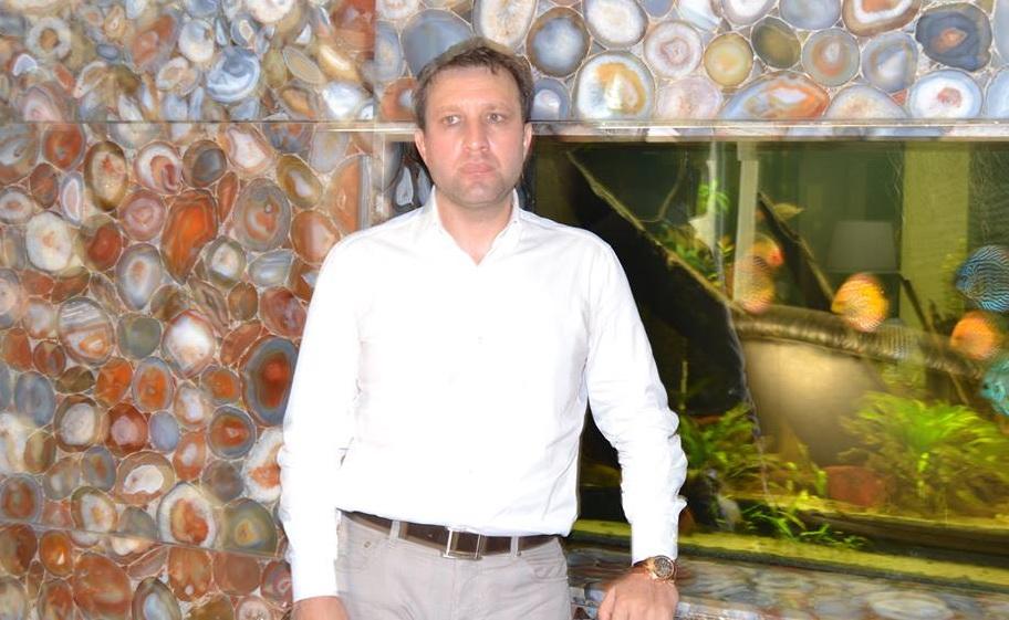 ae Nicolae si-a impanzit casa din Pipera cu acvarii (sursa foto: sportilfov.ro)
