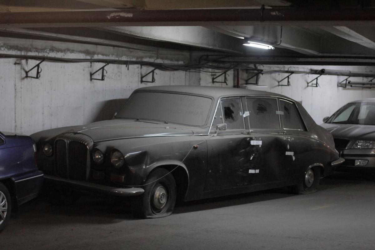Se spune ca masina parasita in parcarea de la Intercontinental a fost pregatita special pentru Regina Angliei