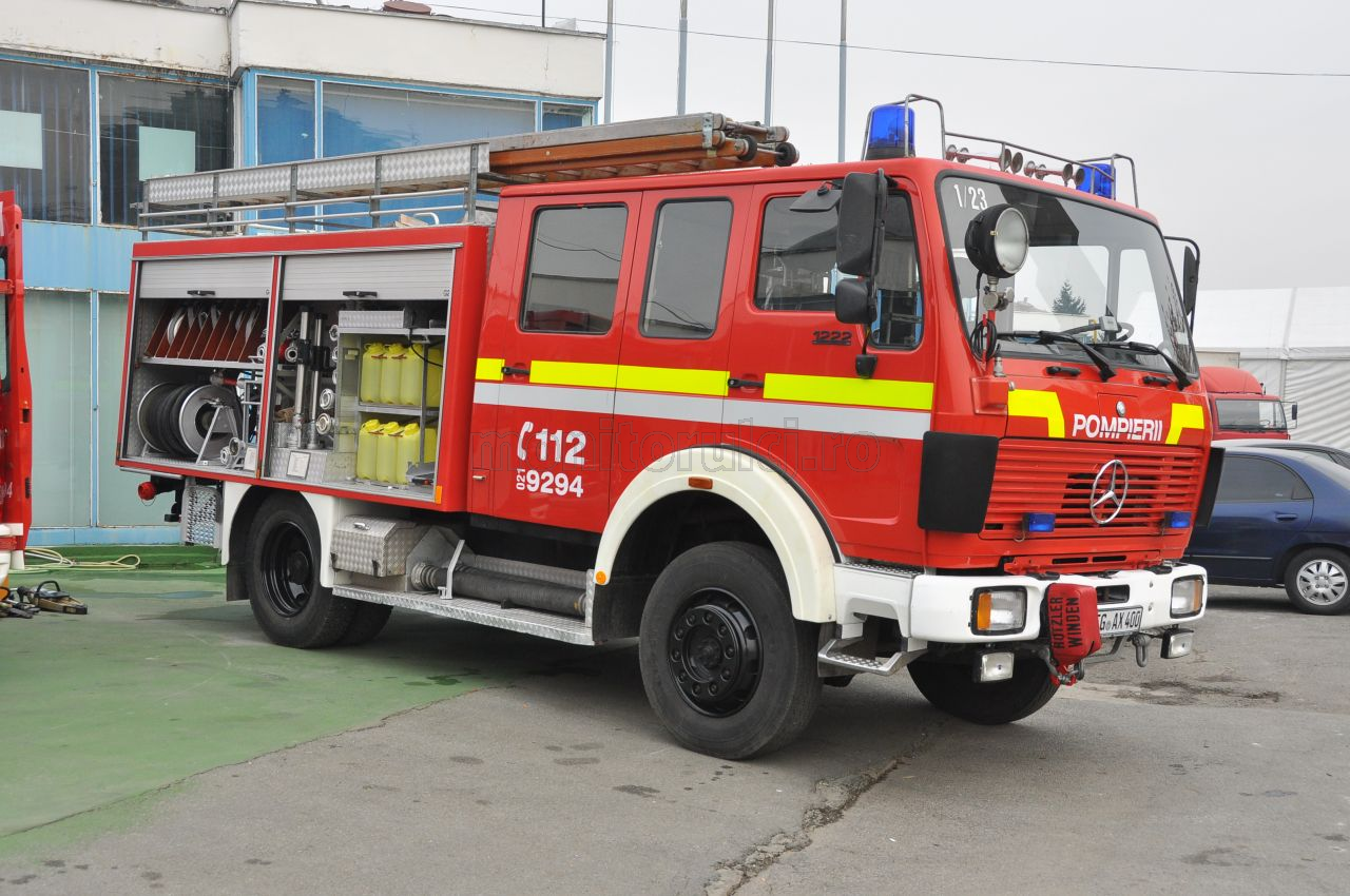 Sase autospeciale s-au luptat cu focul in noapte de sambata spre duminica
