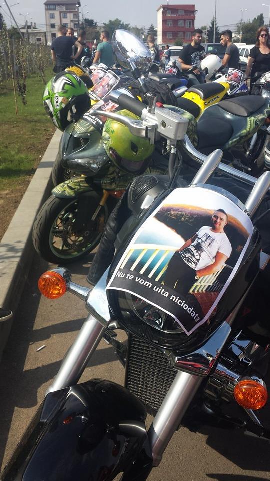 Motociclistii au defilat in formatie, in semn de omagiu pentru Ady