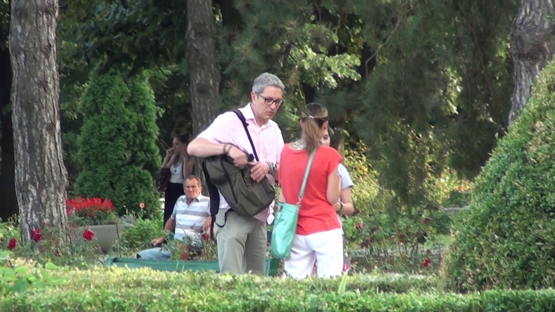 Zaharescu se intalneste cu o mamica in parc