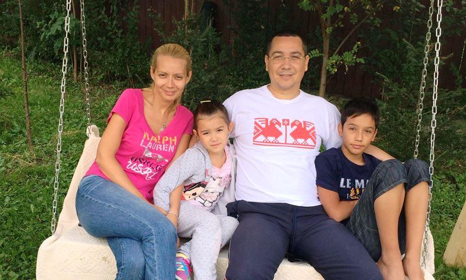 Victor Ponta retraieste emotiile primei zile de scoala prin intermediul copiilor sai