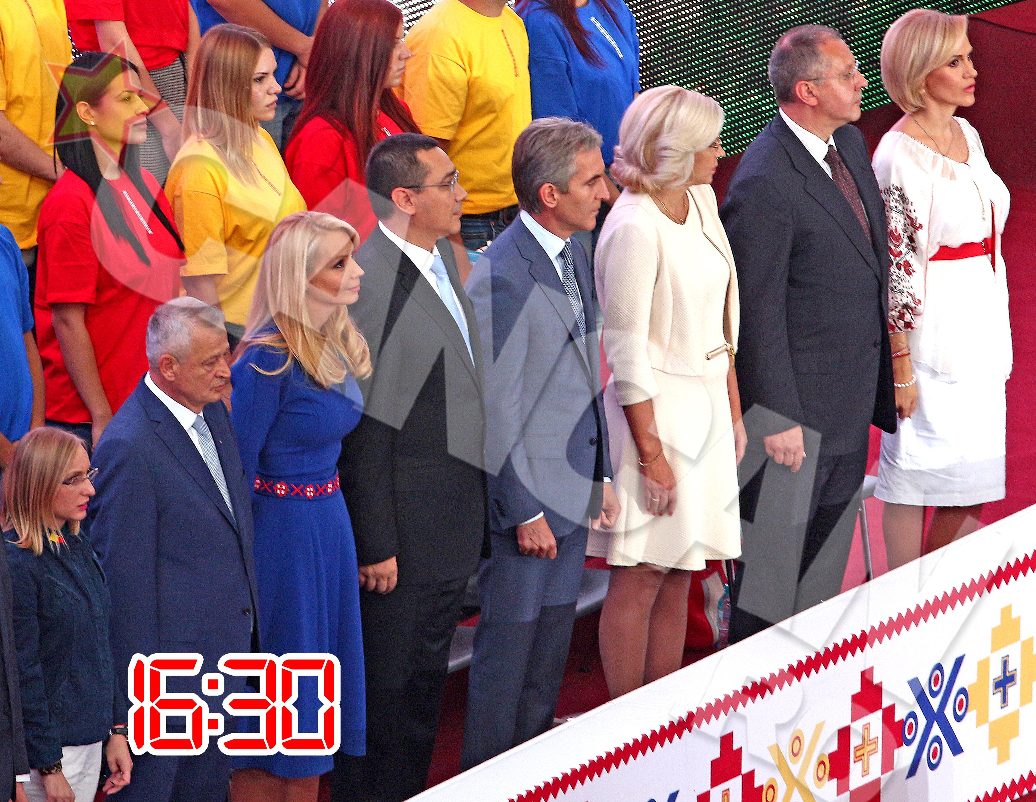 Premierul Victor Ponta si sotia lui au fost incercati de o mare emotie la intonarea imnului national