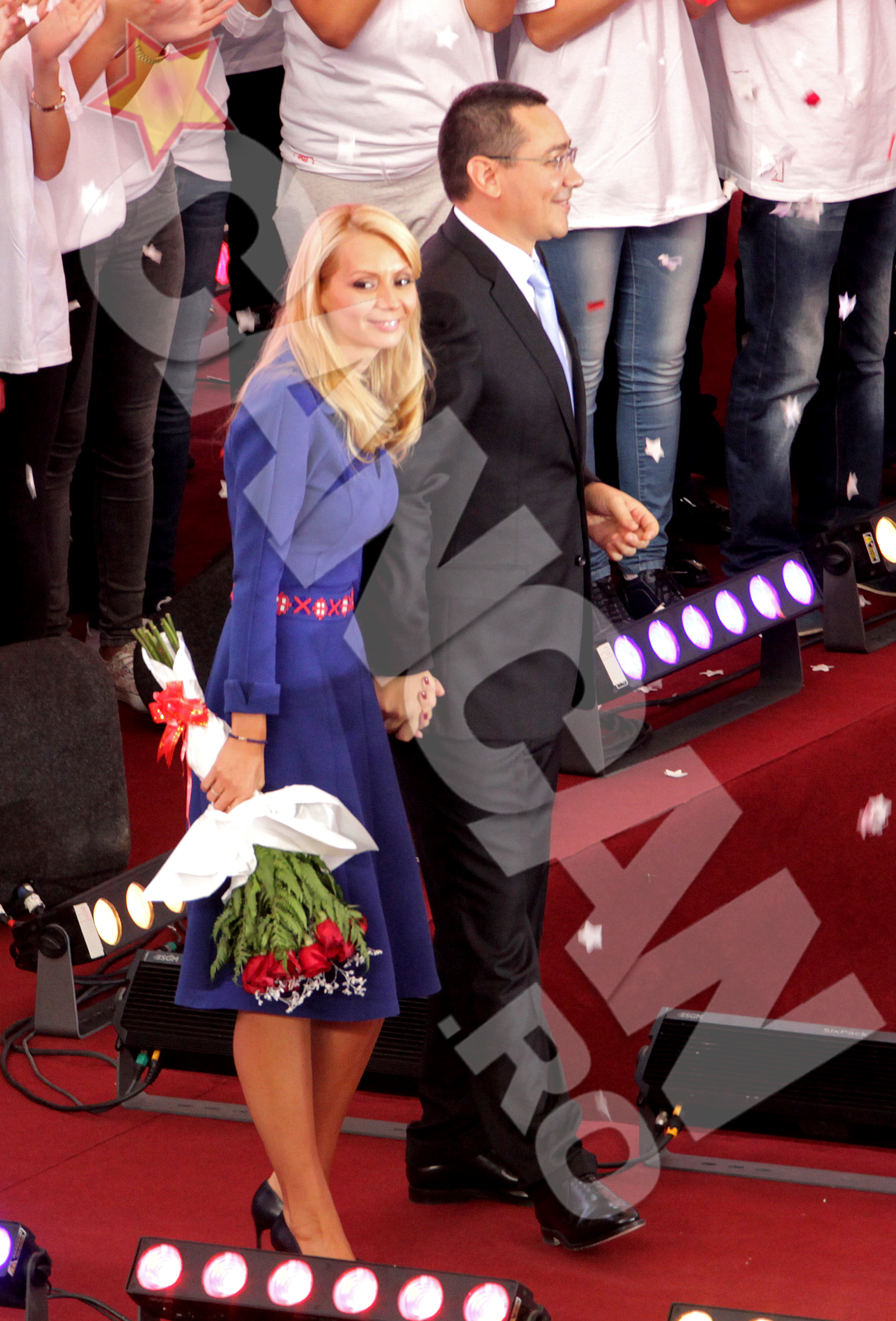 Sotia premierului, Daciana Sarbu, a primit un superb buchet de flori