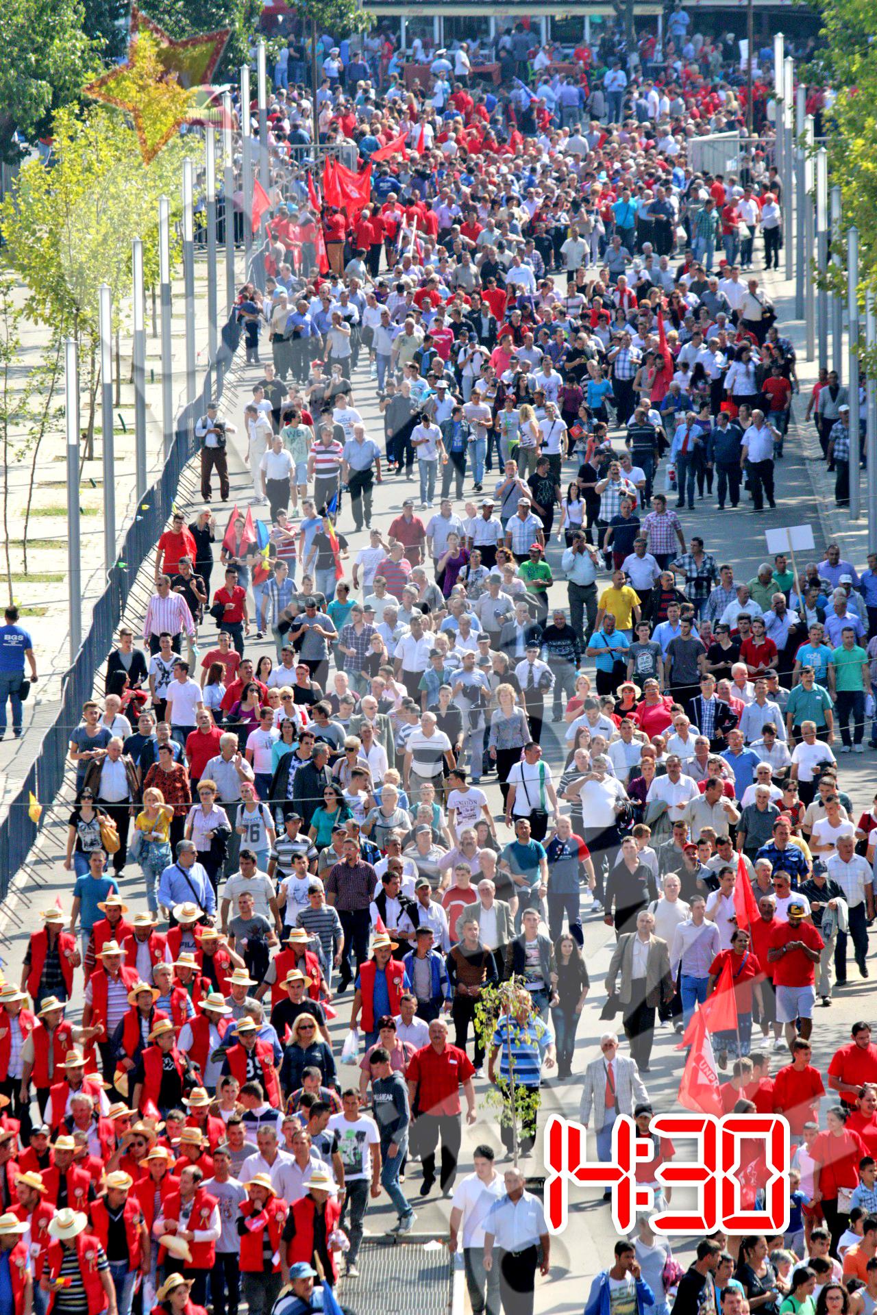 Mii de oameni au ajuns deja pe National Arena