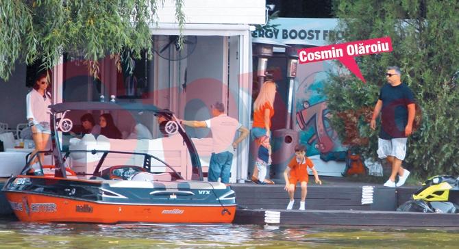Antrenorul Cosmin Olaroiu a venit la terasa cu o barca extrem de luxoasa