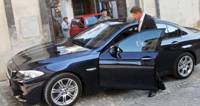 Klaus Iohannis circula cu un BMW ultima fita