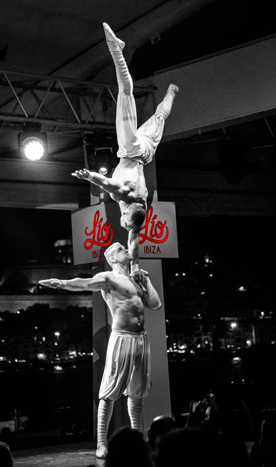 Cei doi gimnasti au lucrat o perioada si cu Cirque du Soleil