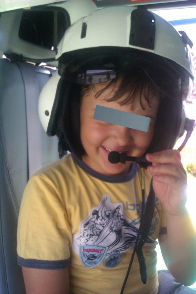 Fiul Laurei era incantat de meseria mamei sale si ii placeau mult elicopterele