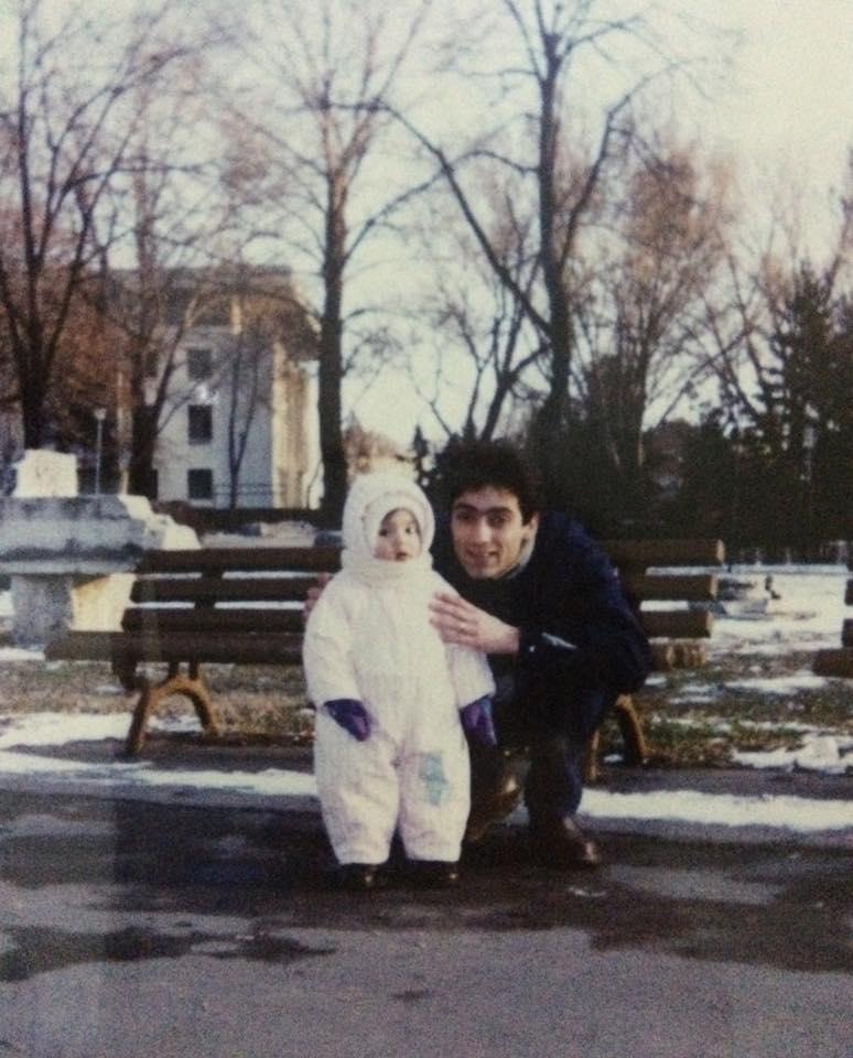 Mesajul tinerei a fost insotit de o fotografie cu ea si tatal ei, de cand era mica