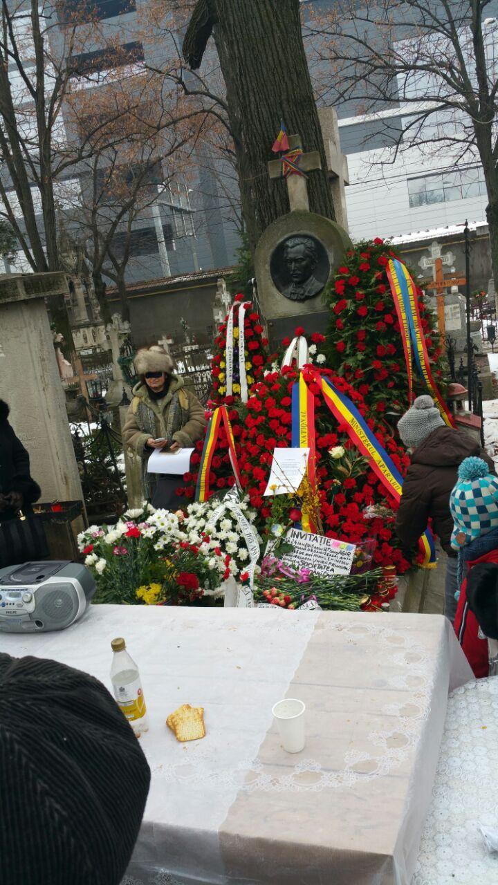 Primarul general Sorin Oprescu a trimis o coroana de flori la mormantul poetului