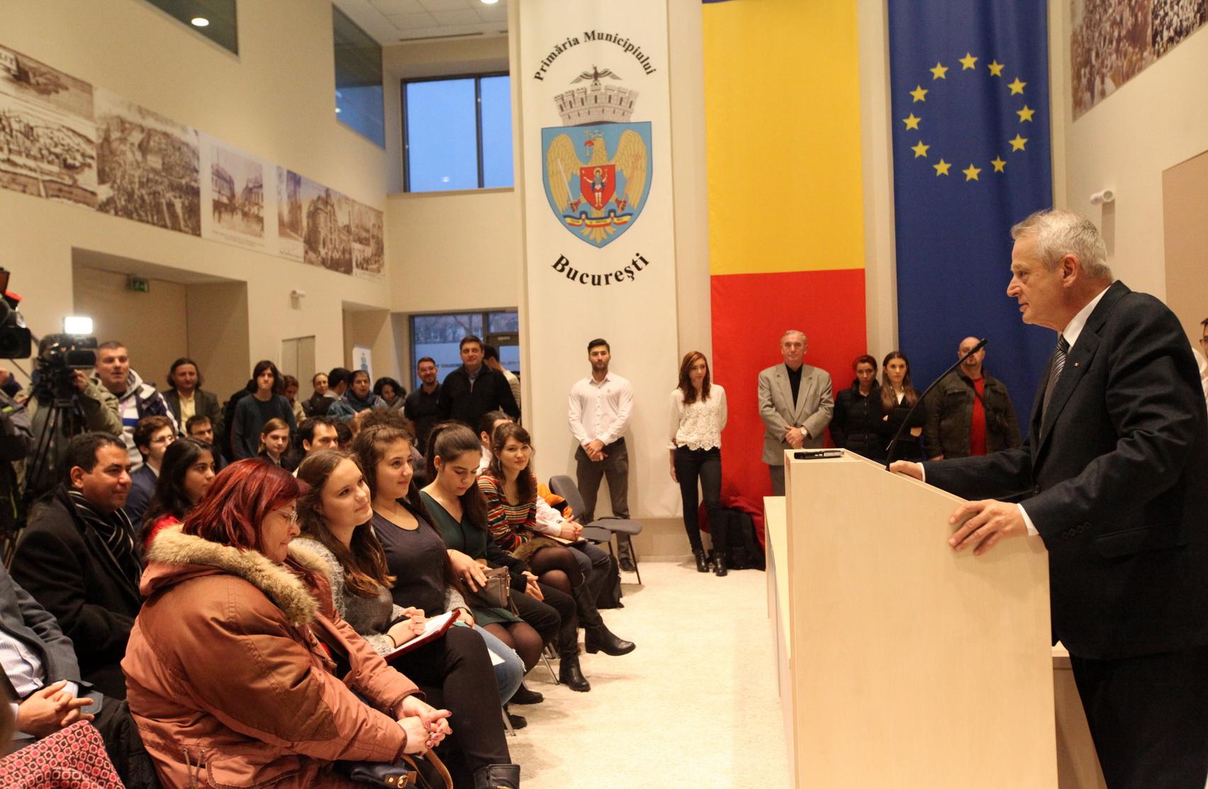 Primarul general Sorin Oprescu a premiat vineri 43 de olimpici