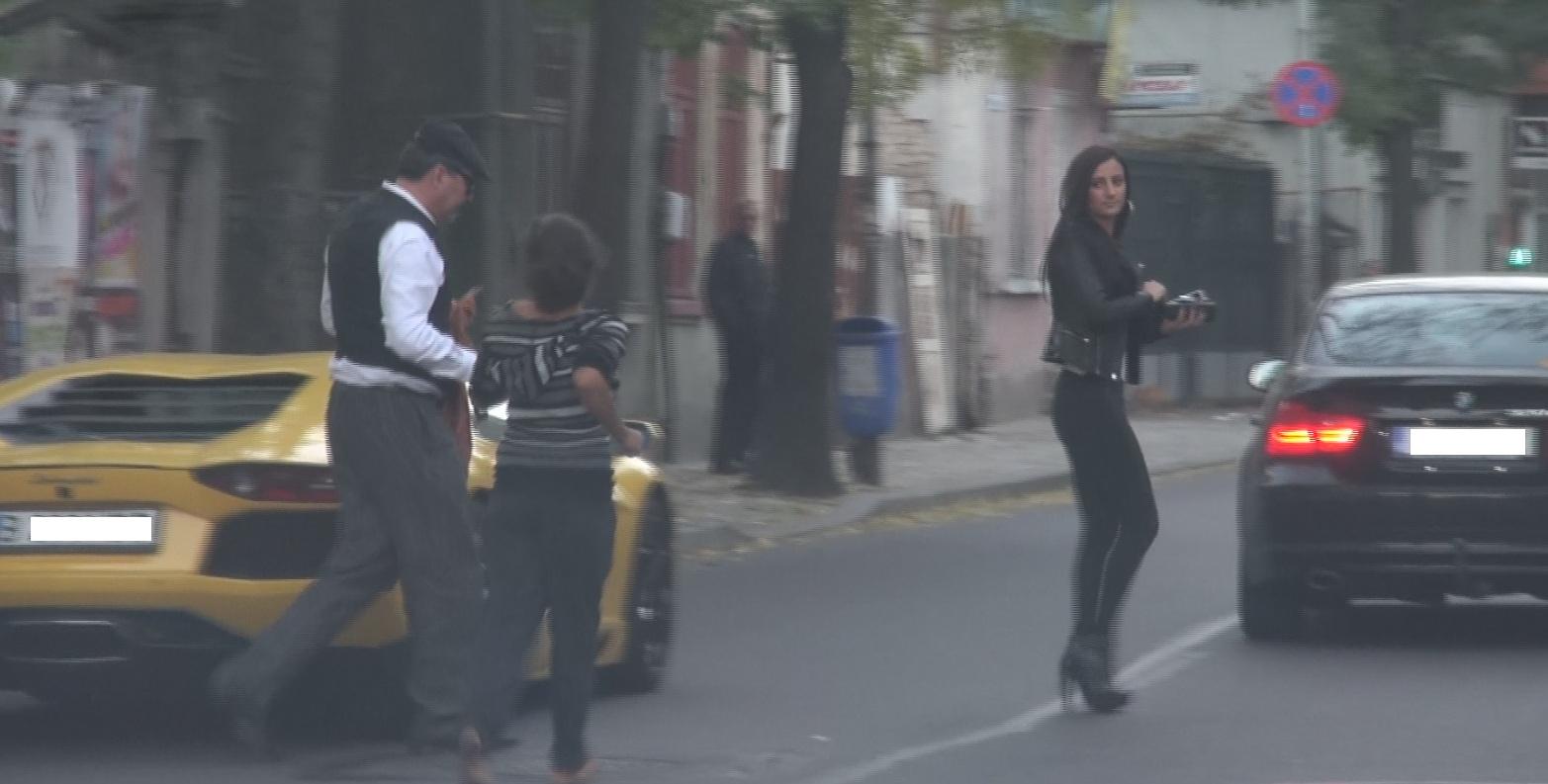 Nicorescu este asaltat de cersetori dupa ce coboara din Lamborghini
