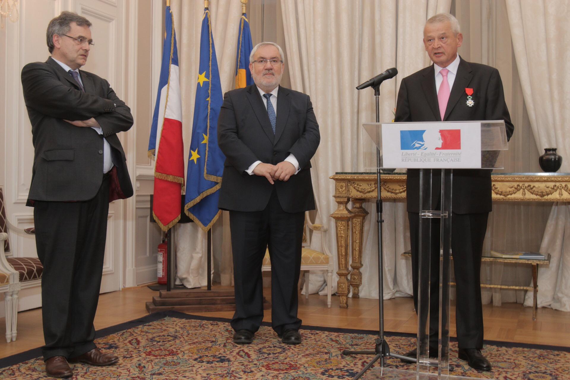Primarul general Sorin Oprescu a primit cea mai inalta distinctie civila si militara franceza