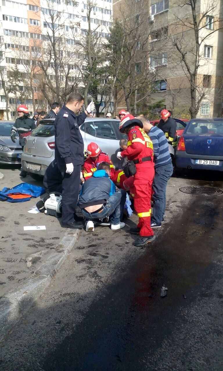 Doua victime au fost transportate de urgenta la spital