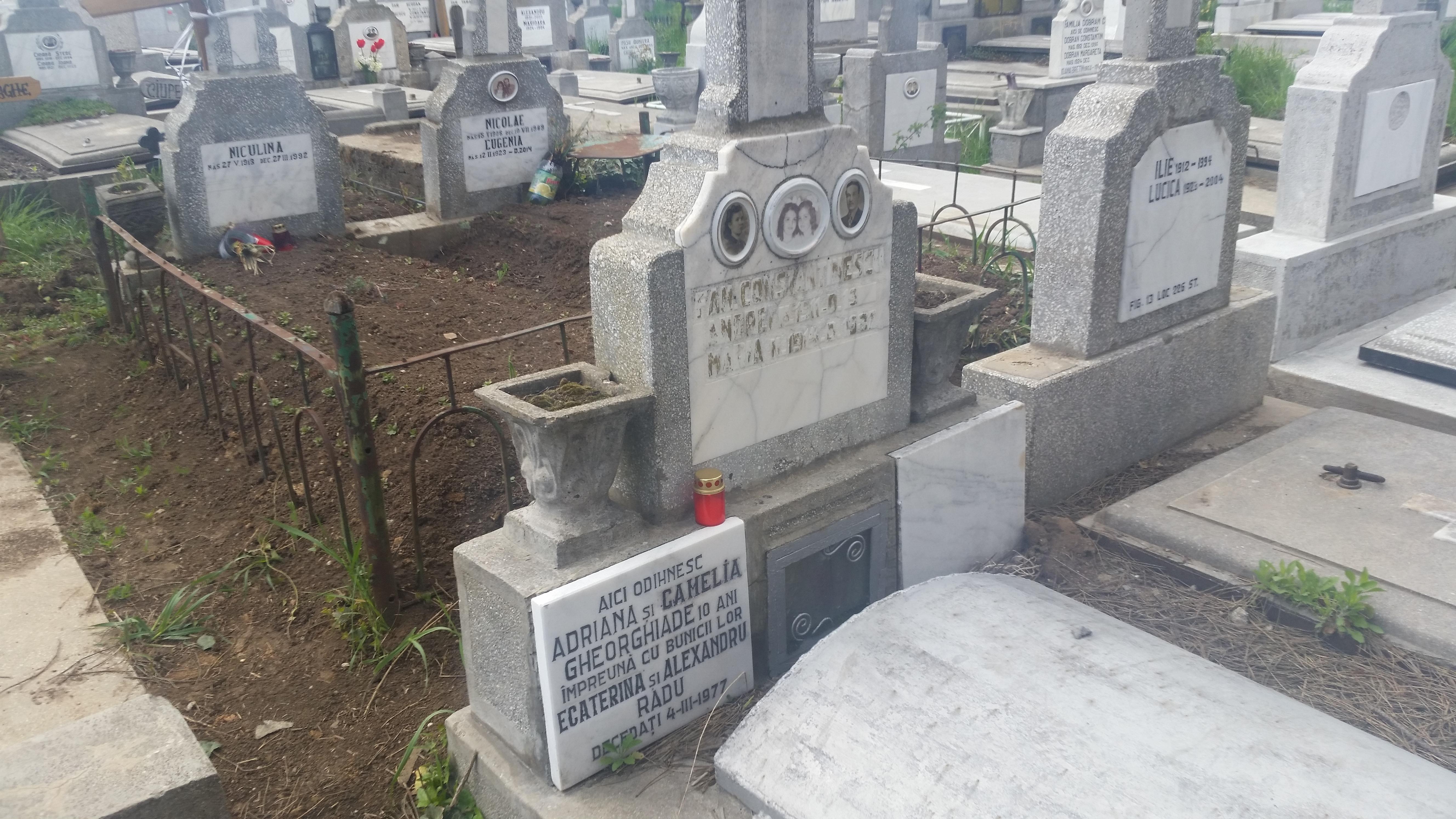 O candela a aparut la mormantul gemenelor