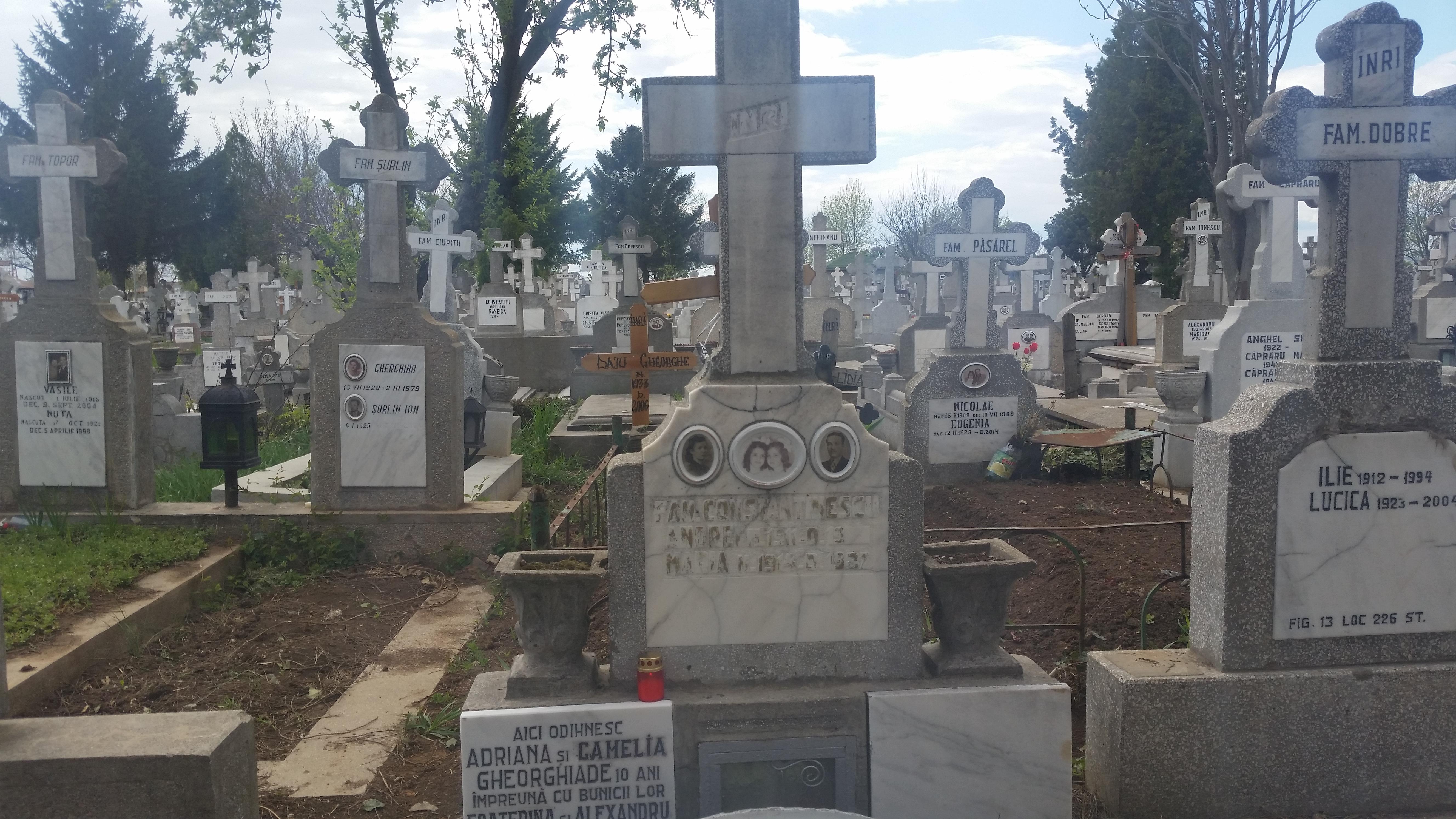 Marti nu era nicio urma de lumanare, dar acum un personaj misterios a aprins o candela la monumentul funerar