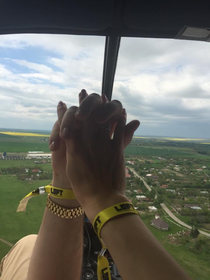 Micula a postat o imagine cu doua maini care se tin de mana, dar nu se stie a cui este una dintre ele