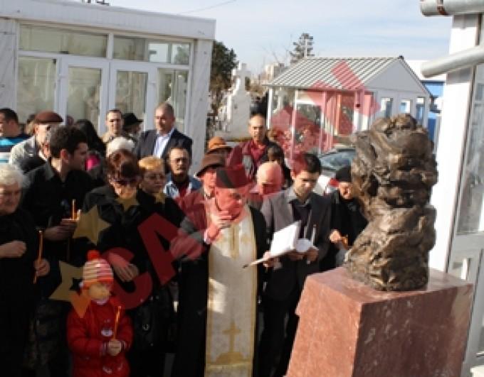 la mormantului marelui actor a fost amplasat un monument de circa 14.000 de euro