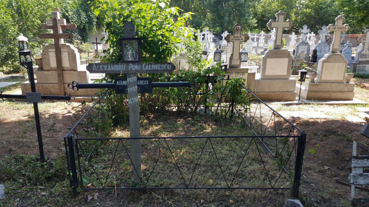 Crucea actorului a fost pusa de cei de la cimitirul Bellu