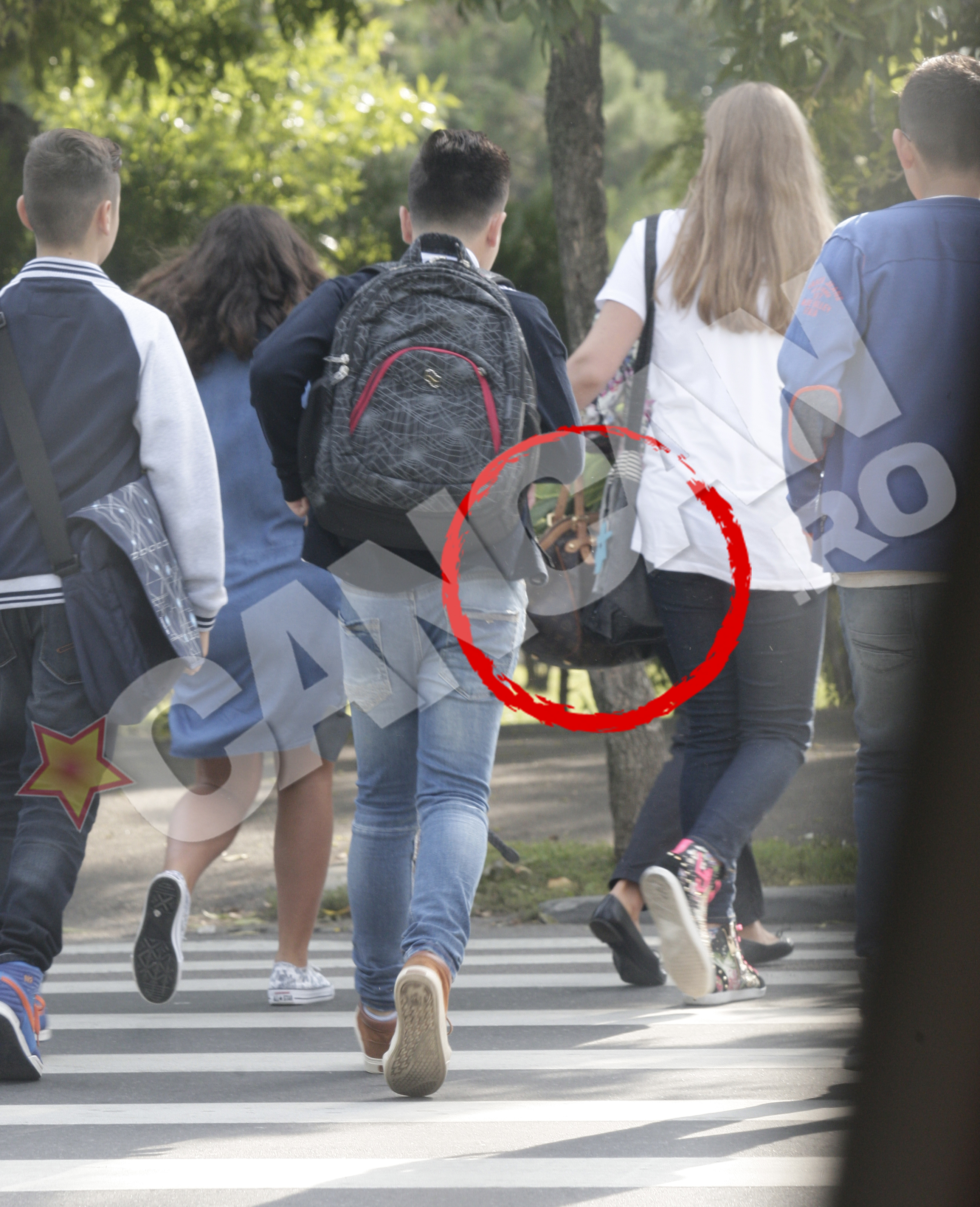 O pustoaica a venit la liceu cu o geanta de 1700 de euro