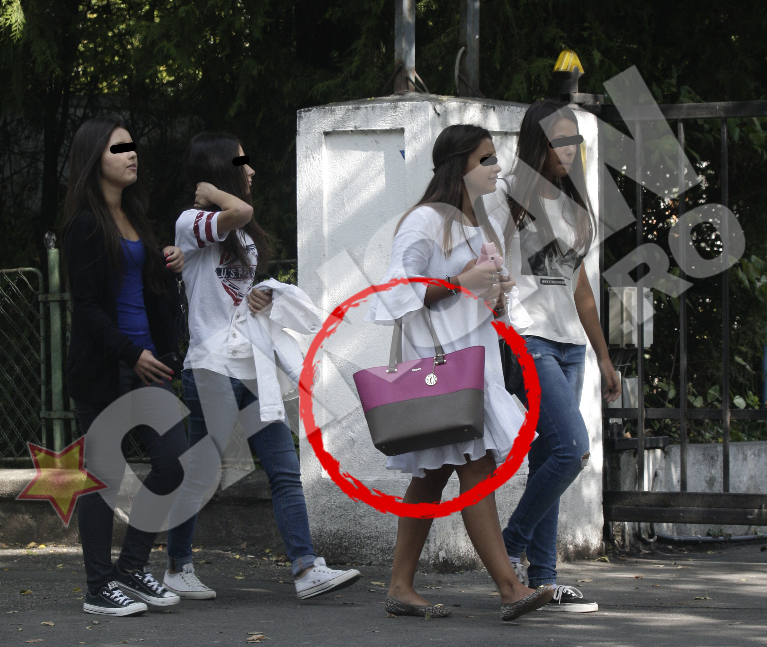 O eleva si-a bagat rechizitele intr-o geanta de cateva sute de euro