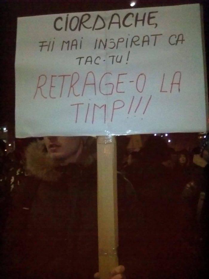 Când Florin Iordache, Ministrul Justiţiei, este avertizat într-un mod foarte original să retragă ordonanţa de urgenţă