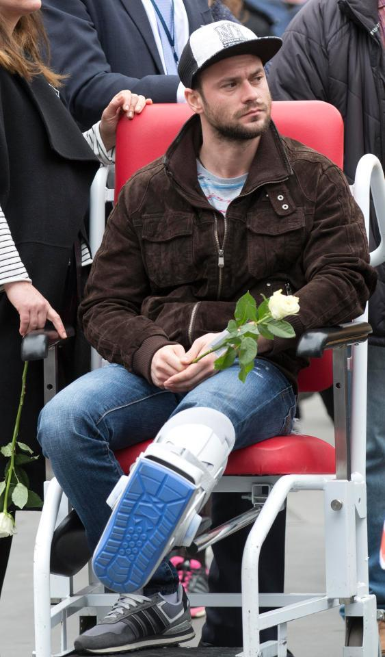 Iubitul Andreei Cristea a depus un singur trandafir alb