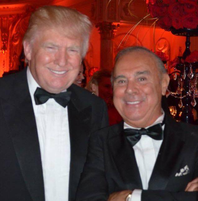 Joseph Cinque, preşedintele Academiei Americane de Ştiinţe ale Ospitalităţii, alături de Donald Trump