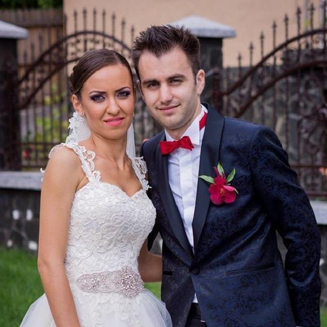 Raluca şi Victor Dincă au avut nunta pe 24 iulie 2014. Sursa foto: Facebook