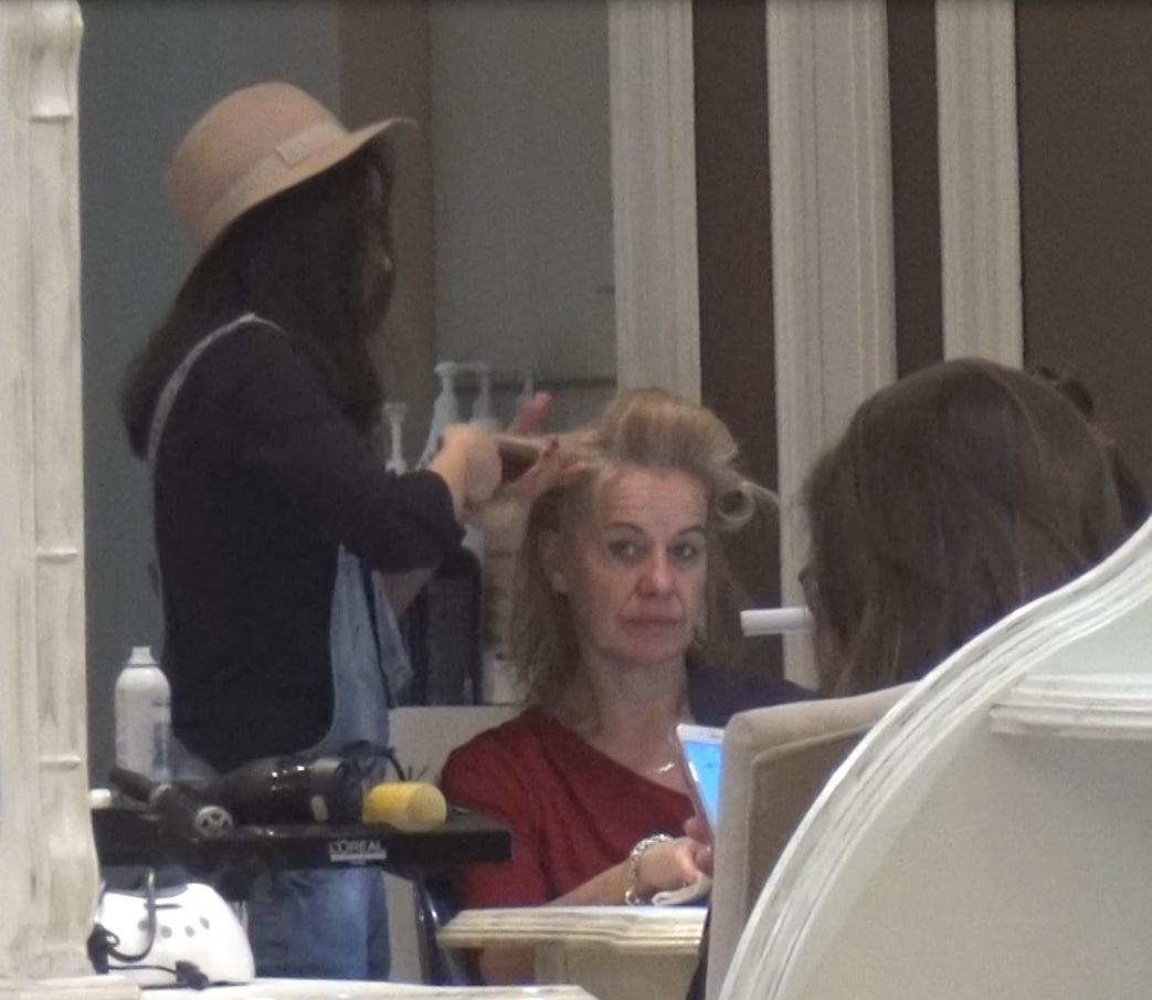A doua zi după întâlnirea cu Movilă, ambasadoarea Olandei a mers la coafor