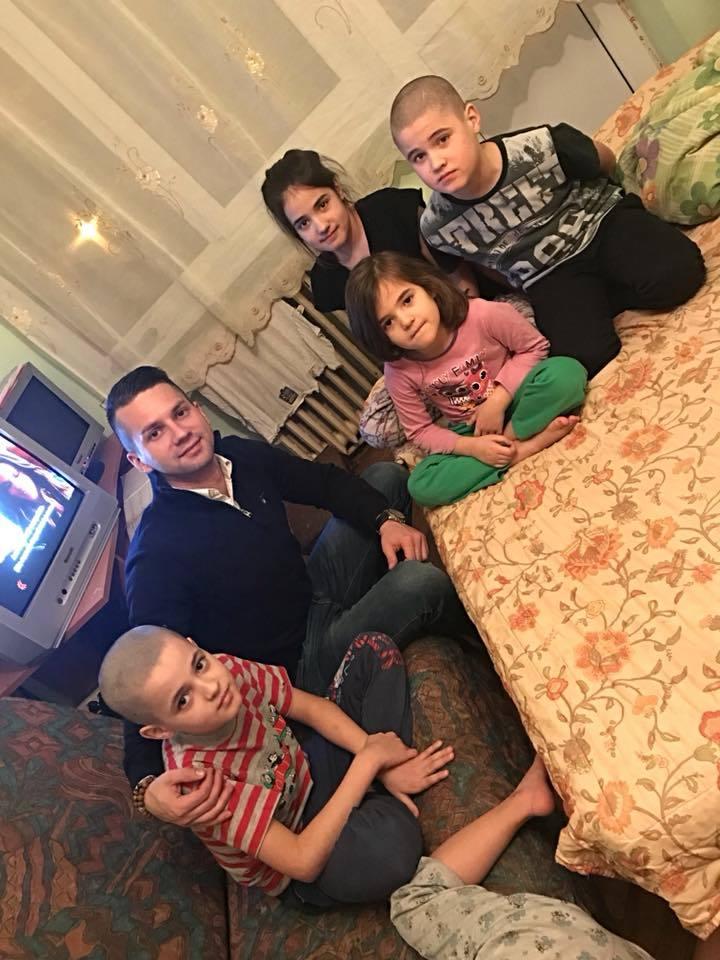 Ionuţ Pintea a ajutat, recent, o familie nevoiaşă şi a făcut apel către prietenii lui să i se alăture în acest caz