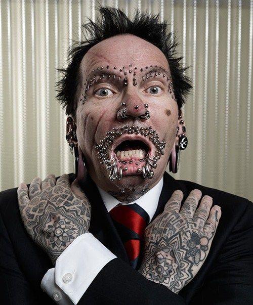 Rolf este barbatul cu cele mai multe tatuaje din lume
