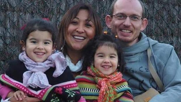 Adelma alături de soţul ei şi cele două fiice